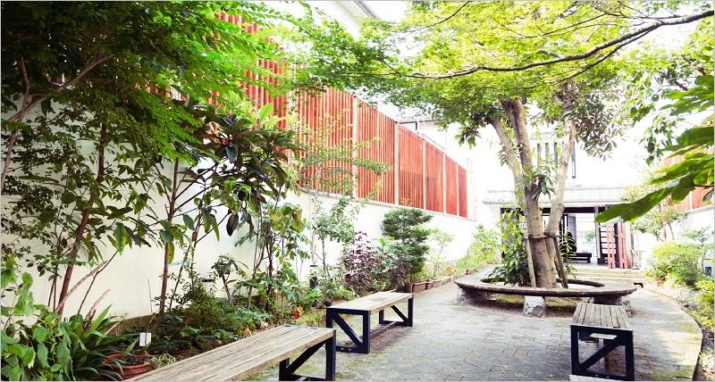 Omiaiのプロフィール写真は屋外の明るい所やおしゃれなカフェ・レストランで。